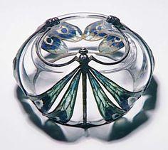 Eugène Feuillâtre, Drageoir, Paris, musée d'Orsay Description: émail cloisonné, soufflé (verre), fondu, ciselé, cristal, paillon d'or, argent (métal)