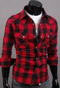 Es un camisa de cuartos. Queda muy flojo y es muy cómodo. Me gustan las camisas de cuartos porque están de moda.