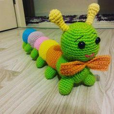 Free Crochet, Knit Crochet, New Toys, Caterpillar, Little Babies, Cute Dogs, Free Pattern, Diy And Crafts, Dinosaur Stuffed Animal