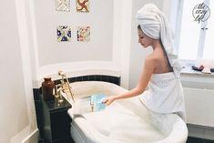 Rein ins heiße Wasser der heimeligen Badewanne, bunt gefärbt von einer Badebombe und voll mit giltzerndem Schaum. So fühlt sich an kalten Wintertagen für mich der perfekte Ausklang eines langen Tages an.