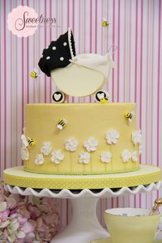 Bumble Bee cake. www.sweetnessonline.co.uk