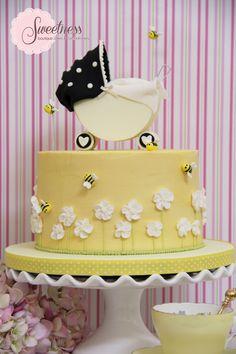Bumble Bee cake. www.sweetnessonline.co.uk