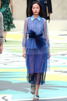 Catwalk photos and all the looks from Burberry Prorsum Spring/Summer 2015 Ready-To-Wear London Fashion Week