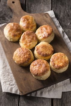 Check out what I found on the Paula Deen Network! Angel Biscuits http://www.pauladeen.com/angel-biscuits Yeast Biscuits, Angel Biscuits, Buttermilk Biscuits, No Yeast Bread, Bread Baking, Homemade Biscuits, Biscuit Bread, Paula Deen Biscuits, Paula Dean Biscuit Recipe