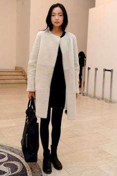 jeou: Xiao Wen Ju of IMG Models in Milan for F/W 2012 omggggg deze outfit hebben ; Minimal Fashion, Love Fashion, Vogue, Models Off Duty, How To Pose, Mode Style, Her Style, Autumn Winter Fashion, Winter Outfits