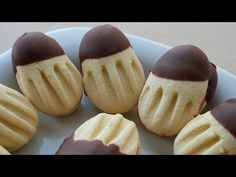 This shortbread cookies are with jam and chocolate at the same time! Jewish Recipes, Turkish Recipes, Best Chocolate, How To Make Chocolate, Turkey Cake, European Dishes, Chocolate Dipped Cookies, Decadent Cakes, Sweet Pastries