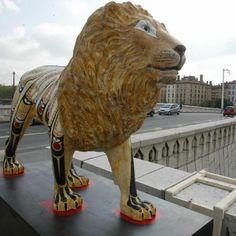 """Lion. - """"60 lions, 60 lieux, 60 artistes"""". - Exposition in-situ de lions décorés. Fonds Lyon Figaro 1986-2006 (série arts) par Marcos Quinones"""