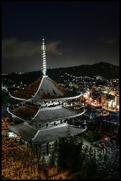 Saikoku temple's three-Storied Pagoda in Onomichi, Hiroshima, Japan Beautiful Buildings, Beautiful Places, Places Around The World, Around The Worlds, Culture Art, Hiroshima Japan, Japanese Temple, Famous Castles, Place Of Worship