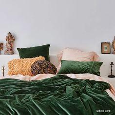 Διακόσμησε την κρεβατοκάμαρα με το νέο trend του χειμώνα: το βελούδο Bedroom Bed, Italian Bedroom, Boho Bedroom, Bedroom Green, Bed, Modern Bedroom, Modern Bedroom Decor, Interior Design, Interior Design Bedroom