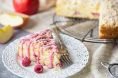 Apple Raspberry Crumb Cake: perfectly light, moist, and buttery, with a hint of sweetness from the fruit and a lemony crumb topping. We made this for Mother's Day and it was a big hit! Raspberry Coffee Cakes, Apple Coffee Cakes, Apple Cakes, Apple Recipes, Cake Recipes, Dessert Recipes, Desserts, Breakfast Dessert, Eat Dessert First