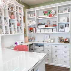 When the sun is shining in the 😍 Craft Room Organisation, Craft Room Storage, Paper Storage, Craft Room Decor, Craft Room Design, Craft Desk, Craft Rooms, Home Office Design, Home Office Decor