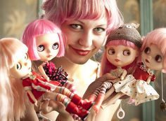 Matching pink hair Mab Graves and her Blythes