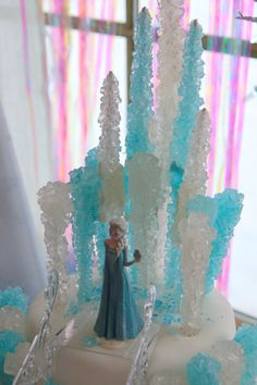 Great cake from the Frozen movie using candy rocks.