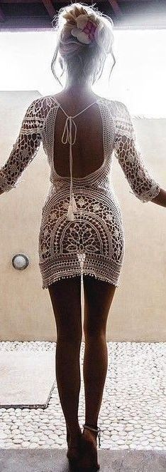 Crochet dresses make such great beach outfits!