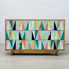 Love this design and must try something similar on a piece of furniture soon . . .