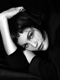 Peter Lindbergh, Laetitia Casta on ArtStack. Beautiful posing for a photoshoot Peter Lindbergh, Black And White Portraits, Black And White Photography, Poses, Laetitia Casta, French Actress, Famous Photographers, Portrait Inspiration, Studio Portraits
