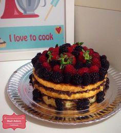Naked Cake Baunilha, Brigadeiro e Frutas Vermelhas