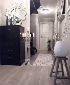 "5,384 To se mi líbí, 174 komentářů – Kristin🌸🍃🌸 (@kristingronas) na Instagramu: ""HAPPY FRIDAY all followers❤Nattevakts helg😏#hallway #gang#entre#mirror#cooeedesign…"" Interior Design Living Room, Living Room Decor, Cute Home Decor, Home Decor Outlet, Future House, Ikea, Ornament, Kitchen Cabinets, House Design"