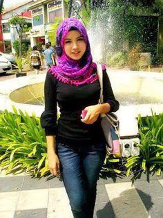screenshot gallery of hottest popular celebrities Muslim Girls, Muslim Women, Hijab Jeans, Turban, Kpop Girls, Celebrities, Crochet, Hot, Womens Fashion