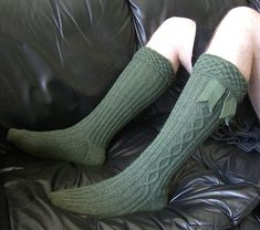 Free pattern on ravelry. These are men's socks for wearing with a kilt, but I love the cable work for socks for a girl! Kilravock Knit Sock Pattern by Sharon Rose - These would go great with a cute knee length and some flats. Cable Knit Socks, Knitting Socks, Free Knitting, Beginner Knitting Patterns, Knit Patterns, Knitting Projects, Crochet Projects, Kilt Socks, Knitting Magazine