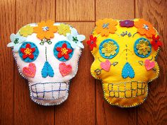 Day of Dead Felt Skulls, could easily be transferred into sugar cookies...wonder if Gus and Eli's classes would into this..hahaha.