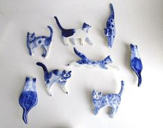 This hand formed porcelain brooch of a cat is decorated in the traditional Dutch Delft technique using cobalt oxide under glaze and finished it with a strong transparent glaze. Fired at high temperature.  The brooch measures 1,1 x 2,7 inches or 7 x 3 cm.    A pin with safety clasp is attached to the back.    Comes in a hand stamped gift box with numbered product card.