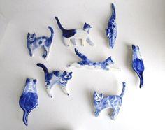 Handbemalte Delfter Porzellan Brosche  von Harrietsblueandwhite