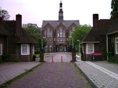 Poortgebouw van het Academisch Ziekenhuis in Leiden