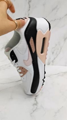 All Nike Shoes, Nike Shoes For Sale, Hype Shoes, Running Shoes, Cute Sneakers, Air Max Sneakers, Sneakers Nike, Best Basketball Shoes, Nike Max