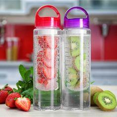 Lag ditt eget smakstilsatte vann  Bruk gjerne frukt eller grønnsaker Voss Bottle, Water Bottle, Summer Drinks, Food, Healthy Nutrition, Summer, Summer Beverages, Essen, Water Bottles