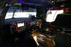 Die Richtung vorzugeben, ist die banalste Aufgabe des Lenkrads im Porsche 919 Hybrid. Die Fahrer des Klasse-1-Le-Mans-Prototypen in der FIA Langstrecken-Weltmeisterschaft WEC halten einen Computer in Händen. Sie bedienen 24 ... Read More