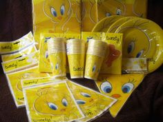 Tweety-Pie-Birthday-Party-Tablecover-Tablecloth-Lootbags-Loot-Bags