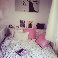 my dream room. Dream Rooms, Dream Bedroom, Home Bedroom, Bedroom Decor, Apartment Bedrooms, Bedroom Ideas, Shabby, Pretty Bedroom, Room Goals
