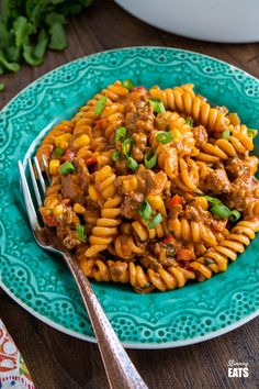 One Pot Taco Beef Pasta - an easy yummy recipe that is cooked all in one pan. Cheesy spicy taco flavoured deliciousness!! #slimmingworld #weightwatchers #onepot #beef #pasta #taco Sw Meals, One Pot Meals, Lunch Recipes, Pasta Recipes, Ww Recipes, Slimming World Recipes Syn Free, Beef Pasta, Slimming Eats, One Pot Pasta