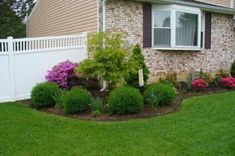 Landscape Ideas for Front Yard: Classic Residence Front Yard Landscaping Ideas �013 Quakerrose #landscapingideasforfrontyard