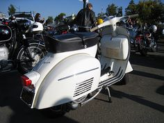 Stunning Vespa with 341 original miles, perfect paint, and original run-in sticker. Motos Vespa, Vespa Scooters, Vespa Images, Best Scooter, Vintage Vespa, Cars And Motorcycles, Bass, Running, The Originals