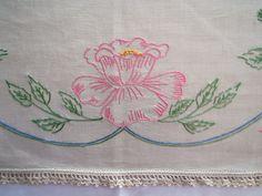 Mesa bordado clássica -  /  Vintage Embroidered Table -