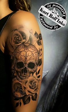 Ideas tattoo designs skull tatoo for 2019 Pretty Skull Tattoos, Skull Rose Tattoos, Skull Sleeve Tattoos, Best Sleeve Tattoos, Sleeve Tattoos For Women, Arm Tattoos, Body Art Tattoos, Cool Tattoos, Tatoos