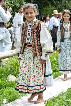 Romania Travel - Fun Things to Do in Romania - Bucket Lists Folk Fashion, Mens Fashion, Authentic Costumes, Romanian Girls, Folk Clothing, Folk Costume, Traditional Dresses, Ukraine, Folk Style