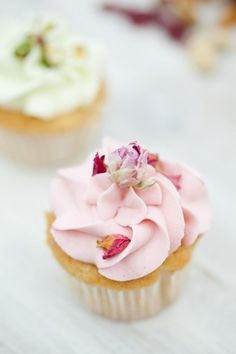 Edible flowers: http://www.stylemepretty.com/2015/03/19/the-prettiest-wedding-cupcakes-ever/