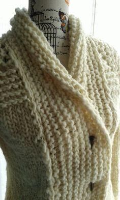 Hand knitted wool vest sheep.  www.facebook. com/en.tu.vida.armonia