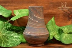 The Niloak Pottery began making arts and crafts ceramics in 1910 as the Eagle Pottery Company. Vase Shapes, Light Reflection, Earth Tones, Pottery Art, Restoration, Arts And Crafts, Vintage, Craft Items, Vintage Comics