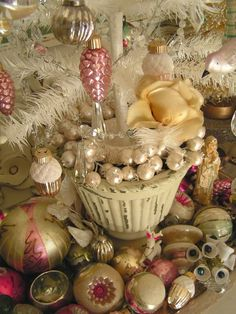 Vintage ornaments ♥ I'm SO glad that I have my Grandmother and a few of my Great-Grandmothers--they mean the world to me :)