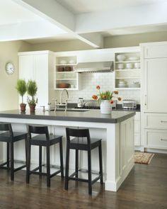 Kitchen traditional kitchen mezcla de clásico y moderno Dorm Rooms, Small Kitchens, Benches