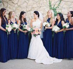 Damas de honor azul. Más información de vestidos de damas de honor en www.entrenovias.es