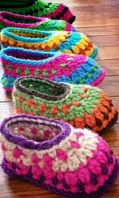 Crochet Baby Booties Galilee Booties By Tara Murray - Purchased Crochet Pattern - (ravelry) - View all Mamachee Patterns here: Crochet Booties Pattern, Crochet Baby Booties, Crochet Slippers, Baby Slippers, Love Crochet, Crochet For Kids, Knit Crochet, Ravelry Crochet, Crochet Stitch