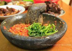 Sambal Plecing Kangkung Indonesian Sambal Recipe, Indonesian Cuisine, Indonesian Recipes, Malaysian Cuisine, Malaysian Food, Vegetable Dishes, Vegetable Recipes, Balinese Recipe, Sambal Sauce