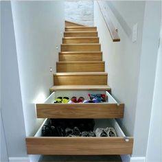 Escada, ganhando espaço, sapateira