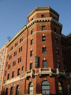 Jane Hotel held the Titanic survivors in 1912, NYC History:)