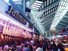 Darf es noch eine Platte #jamoniberico sein vor der Nachtruhe?  Die Auswahl in der größten Markthalle von Europa in #valencia ist gigantisch! Da läuft einem das Wasser im Mund zusammen... Guet Nacht! #jamon #food #market